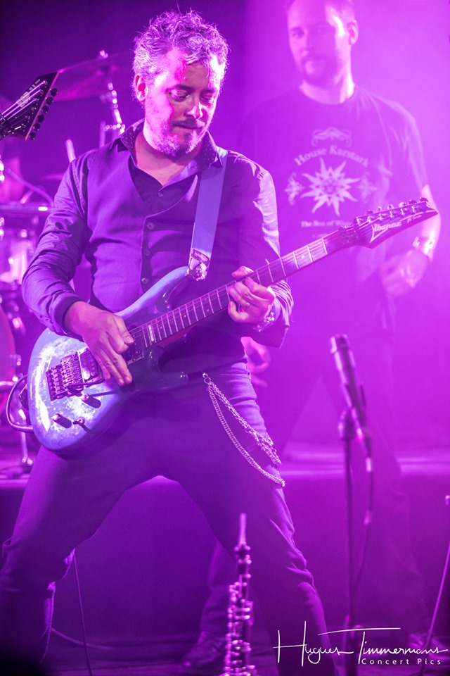 Loïc, Penumbra's guitars playing in concert