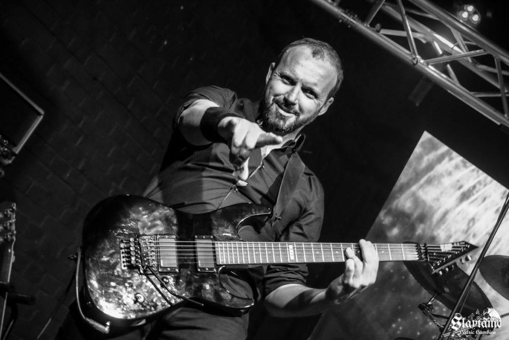 Penumbra concert Neo playing guitars